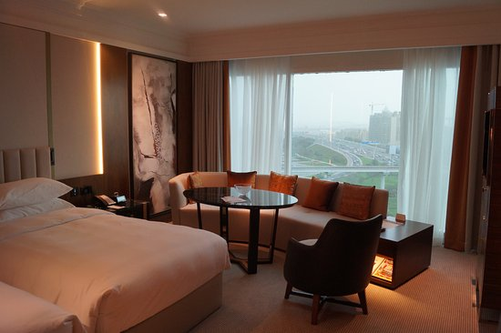Grand Hyatt Dubai: This was a twin room looking towards the creek on the 8th floor