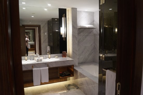 Grand Hyatt Dubai: Twin sinks, large shower with 2 shower head, plenty of towels provided plus robes and hair dryer