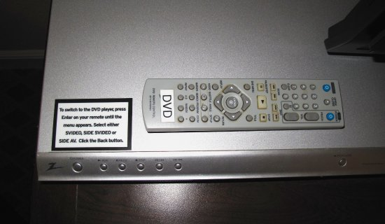Los Gatos, Καλιφόρνια: Room 341 - Toll House - DVD player on cabinet by TV