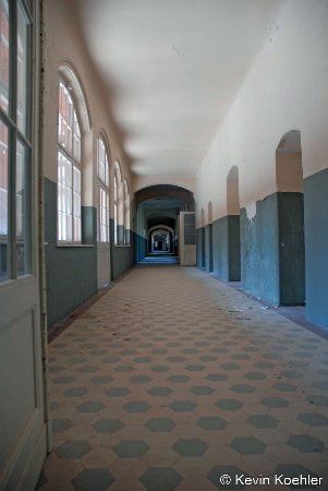 Beelitz, Alemania: Long hallway about he length of a football field