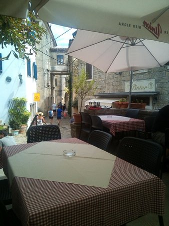 Groznjan, Croatia: terrazza in centro alla città