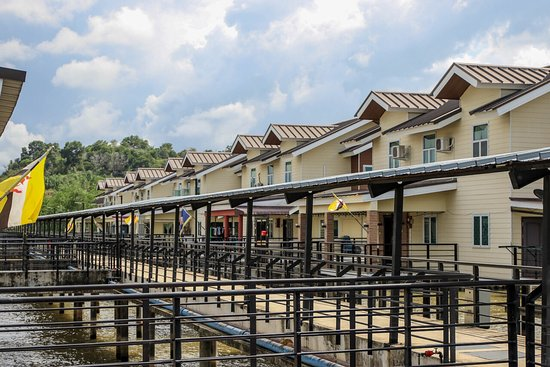 Review of Water Village Malay Modern House, Bandar Seri