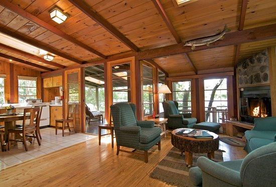Cook, Minnesota: Dust Cabin's Living Room