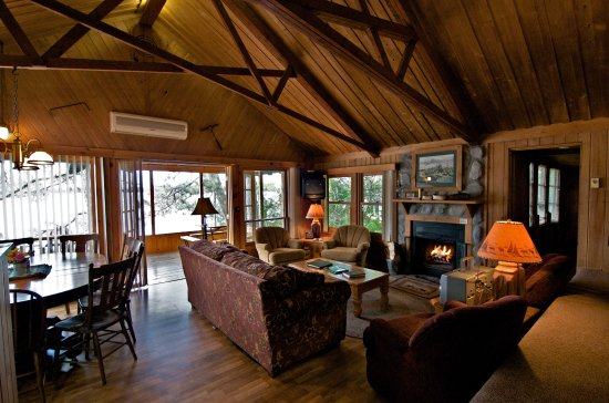Ludlow's Island Resort: Twilight Cabin's Living Room