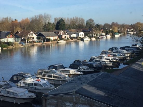 Walton-On-Thames, UK : A lovely place