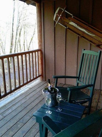 Weasku Inn: Covered porch