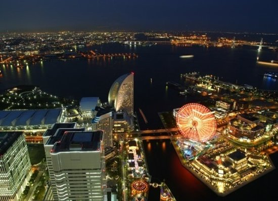 Minato Mirai 21: There are many things to see and shop around.
