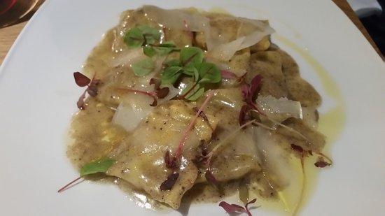 Photo of Italian Restaurant Oro di Napoli Pizzeria at 2312 Lakeshore Blvd West, Toronto M8V 1B5, Canada