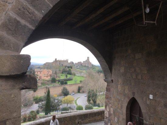 Tuscania , vedute panoramiche nei pressi della Trattoria da ALFREDA