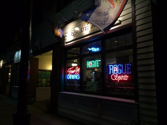 Rogue Ales Bayfront Public House: Rogue Ales, Newport, OR