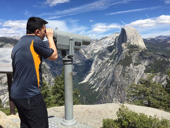 Оукхерст, Калифорния: Tony looking at Vernal Falls and Nevada Falls from Glacier Point