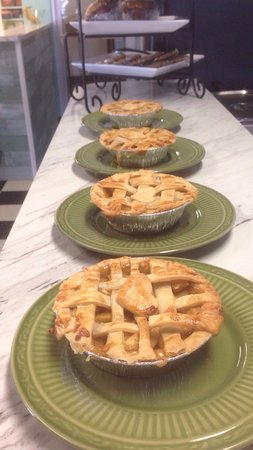 Wetaskiwin, Kanada: Fresh mini pies!!