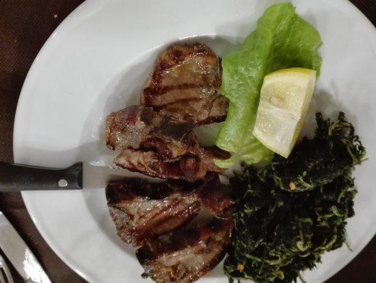 Sigillo, Italy: Agnello alla Scottadito con verdure saltate