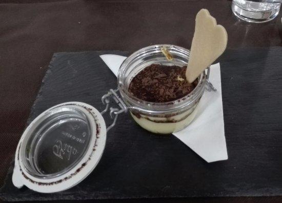 Sigillo, Italy: Tiramisù della Casa con Baileys e noci