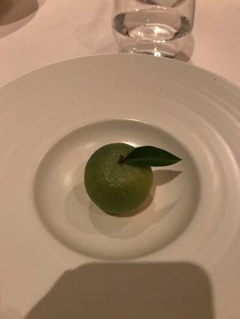 Jungsik : Lime dessert (only looks like a lime)
