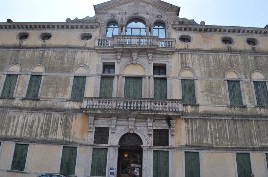 Palazzo Bonaguro: The Front of the House