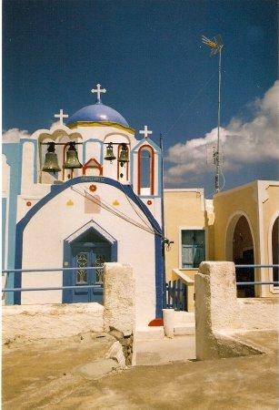 Discover Thirassia Tour: A church of Thirasia