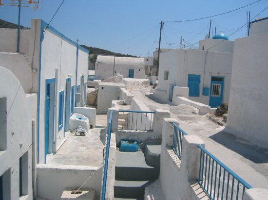 Discover Thirassia Tour: The main street of Thirasia
