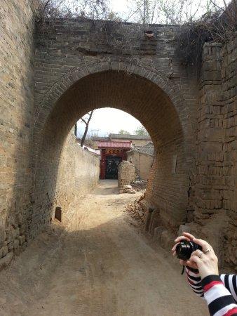 Jiexiu, الصين: village  alley