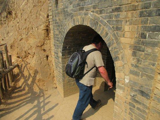 Jiexiu, Chiny: tunnel  entrance