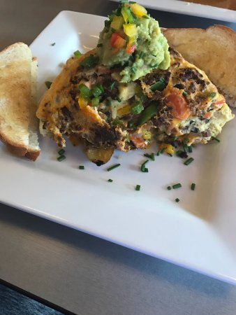 Lake Ozark, MO: Tortilla Mexicana Omelette with honey habanero bacon,bell peppers to Chorizo, onion pepper jack