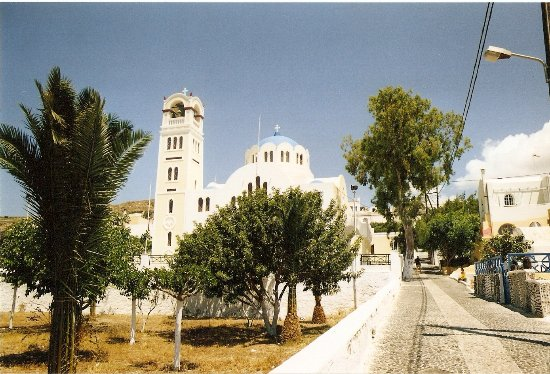 Pyrgos, Hellas: The church at the entrance of the old town