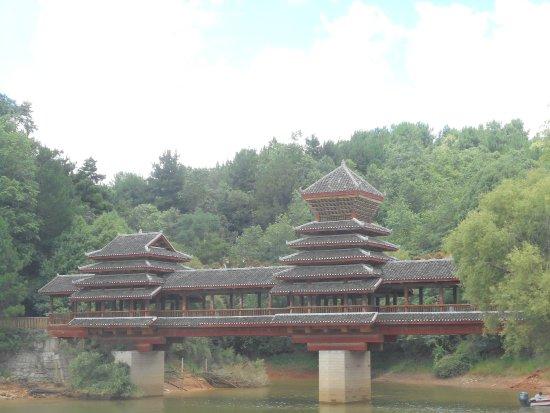 Qingzhen, Kina: The bridge