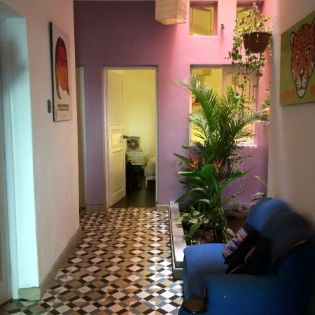 Casa Nuestra Peru B&B: pasillo y habitacion