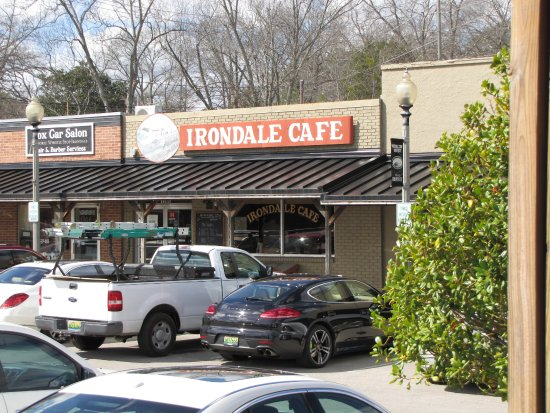 Lunch time photo of the Irondale Cafe. Get early to avoid long lines. Plenty of room to sit.