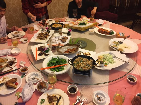 Yunfu, Çin: I didn't sleep in hotel but I ate in the restaurant. Everything is delicious, u should try.