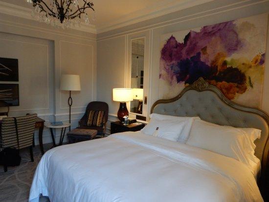 Hotel Maria Cristina, a Luxury Collection Hotel, San Sebastian: Large standard room.