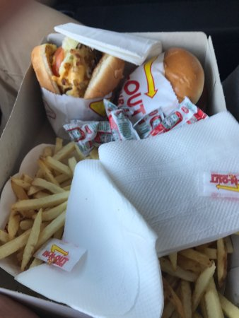 Rancho Cucamonga, CA: Quick in n out drive thru