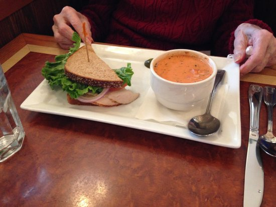 Edmonds, WA: Tomato soup and half deli sandwich