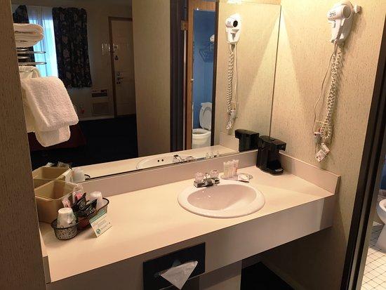 Thunderbird Inn: Vanity