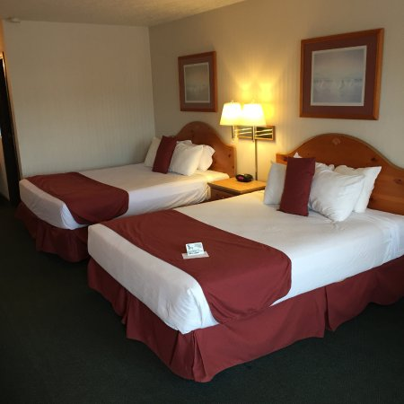Thunderbird Inn: Room with Two Queen Size Beds