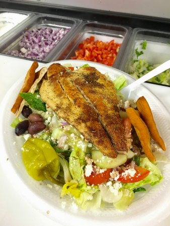 Ridgeland, MS: Grilled Redfish Salad