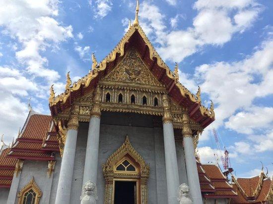 Wat Benchamabophit (The Marble Temple): สวยไหมละ