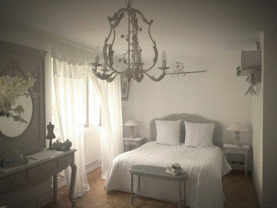 Saint-Aubin-Sur-Mer, Francia: One of the bedrooms.