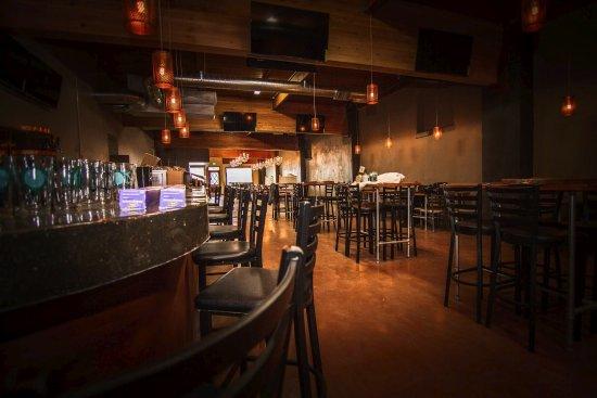 Albany, OR: Back Bar