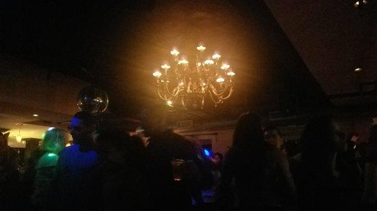 Iguana New York : pretty chandelier on the Latin level