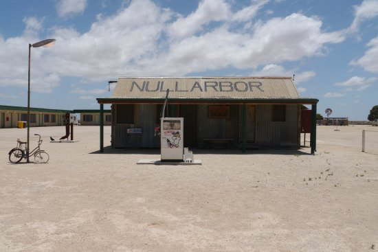 Eucla, Australia: Do you think this was self serve?