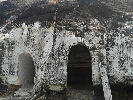 Monywa, Birmânia: Small Entrance but big cave inside