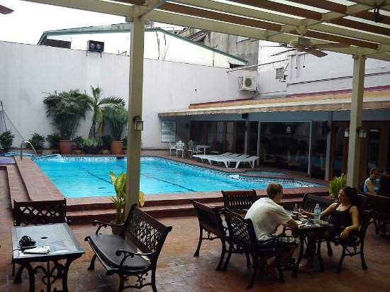 The Oasis Paco Park Hotel: SWIMMING POOR