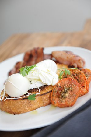 Robe, Australia: Limestone Coast poached eggs + bacon