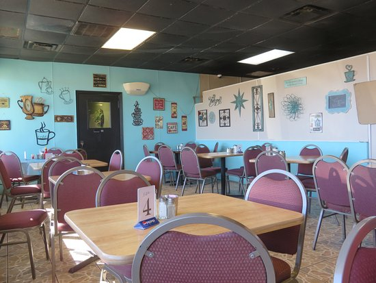 Roland, OK: Cute, quaint, cozy dining room