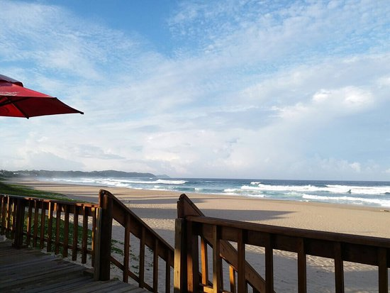 Ponta do Ouro, Mosambik: Congratulation Fristinha, the new front beach bar is a really nice place to relax and take some