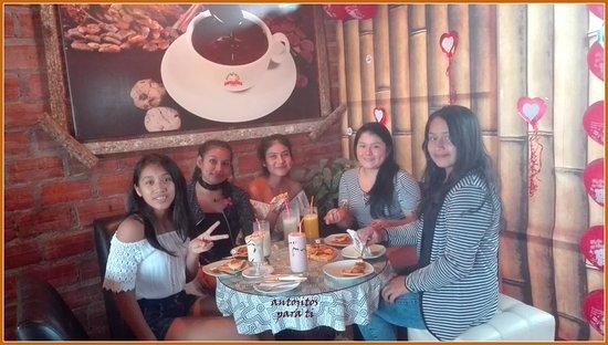 Nueva Cajamarca, Pérou : chicas