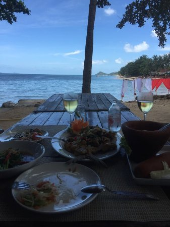 Relax @ Samui : Great scenic relaxed spot on the beach! Delicious Thai food and even the wine and coffee were th