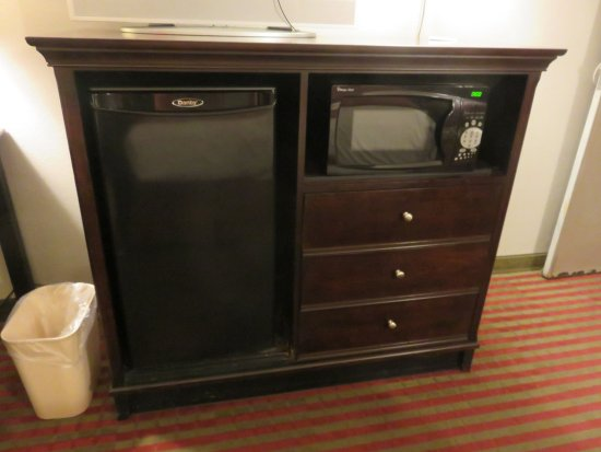 Pittsburg, KS: Microwave and refrigerator