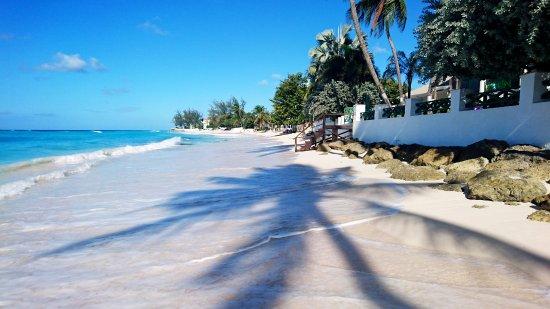 Coral Mist Beach Hotel: View to Coral Mist